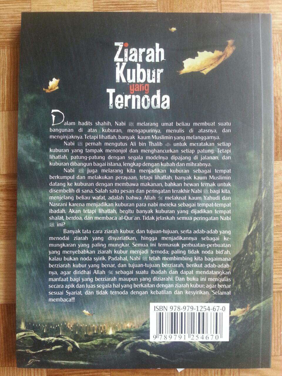 Buku Ziarah Kubur Yang Ternoda cover