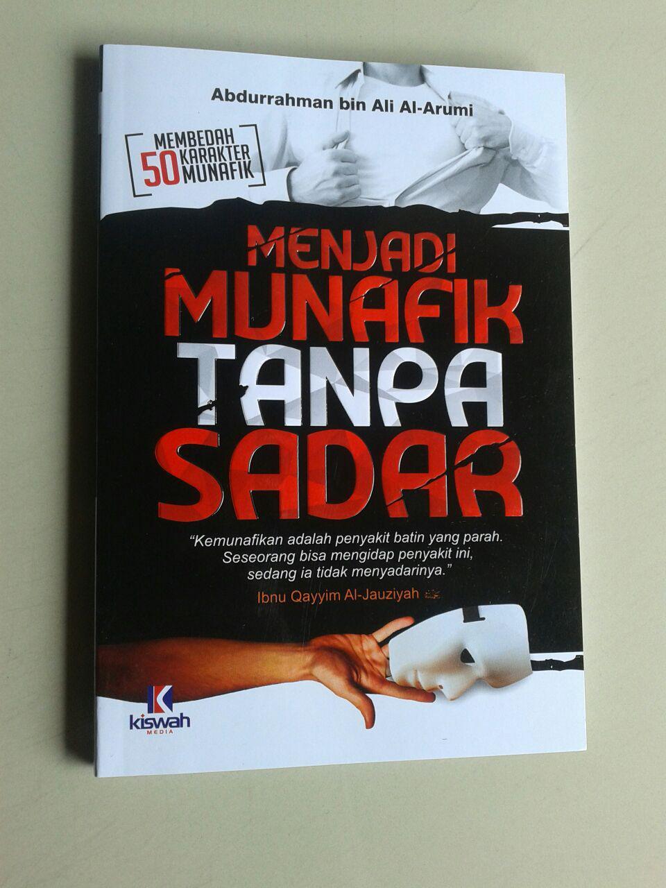 Buku Menjadi Munafik Tanpa Sadar Membedah 50 Karakter Munafik cover