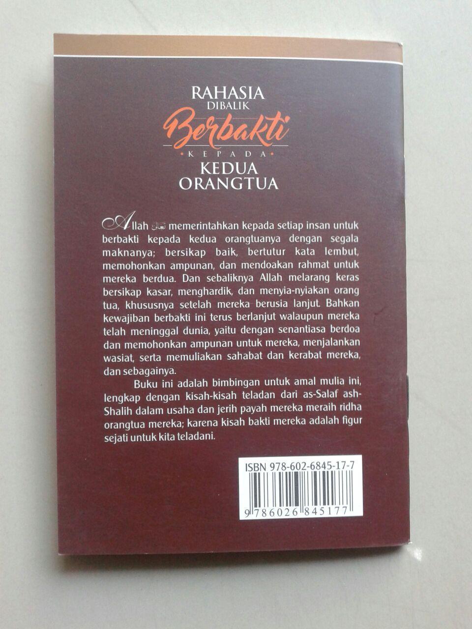 Buku Saku Rahasia Dibalik Berbakti Kepada Kedua Orangtua cover