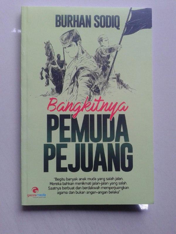 Buku Bangkitnya Pemuda Pejuang cover