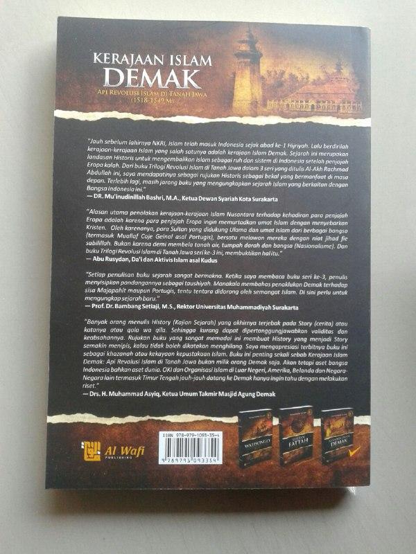 Buku Kerajaan Islam Demak Api Revolusi Islam Di Tanah Jawa cover 2