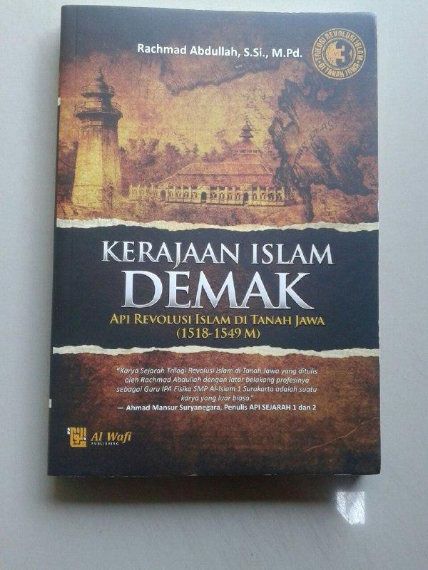 Buku Kerajaan Islam Demak Api Revolusi Islam Di Tanah Jawa cover