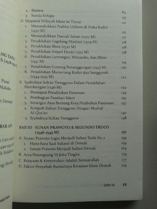 Buku Kerajaan Islam Demak Api Revolusi Islam Di Tanah Jawa isi 2