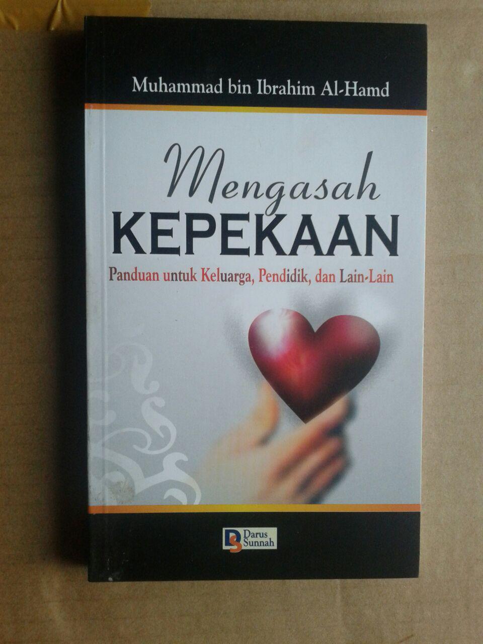 Buku Mengasah Kepekaan Panduan Untuk Keluarga Pendidik cover