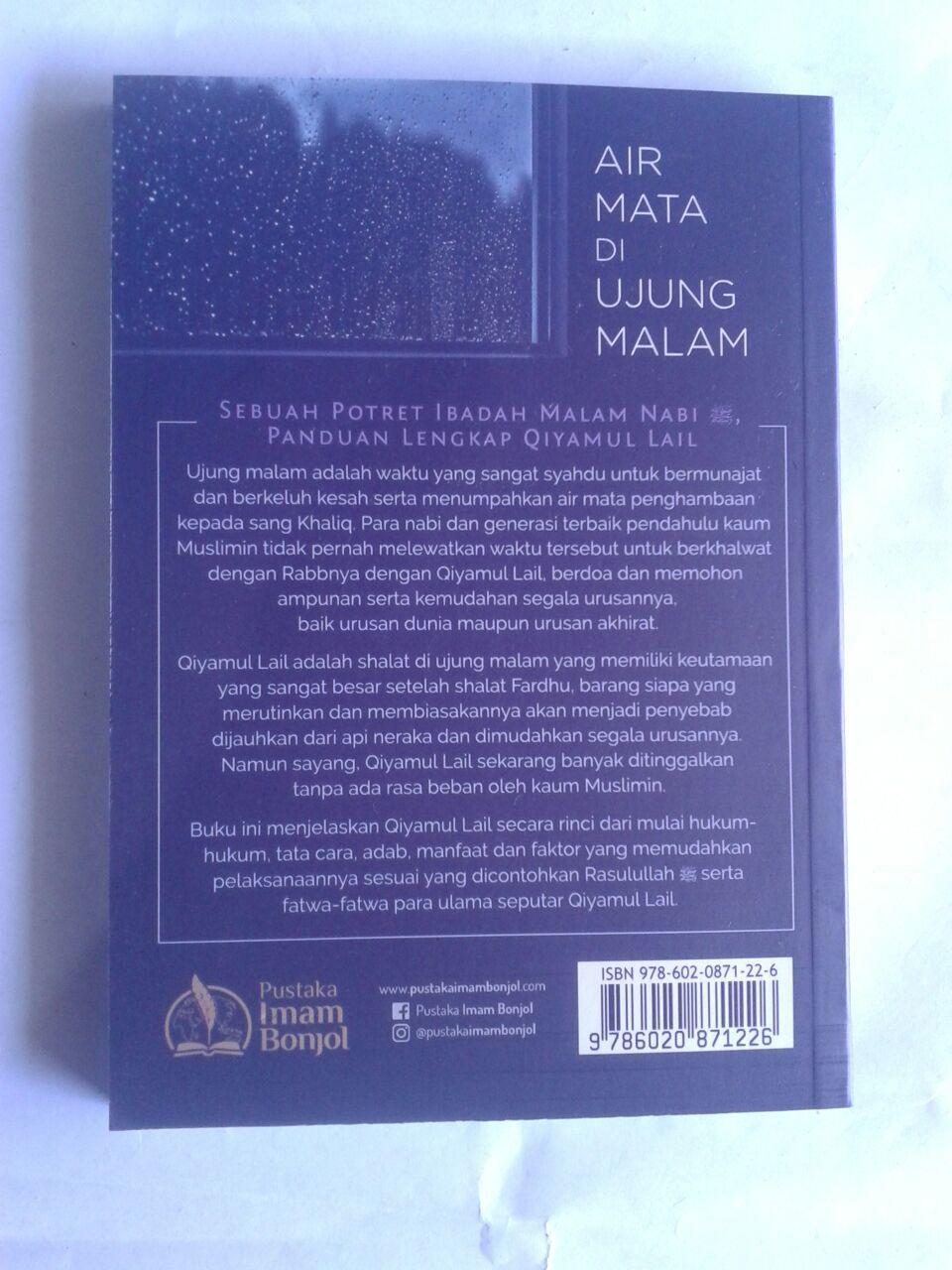 Buku Air Mata Di Ujung Malam Potret Ibadah Nabi Dan Para Salaf cover