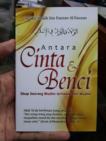 Buku Saku Antara Cinta Dan Benci Sikap Seorang Muslim cover