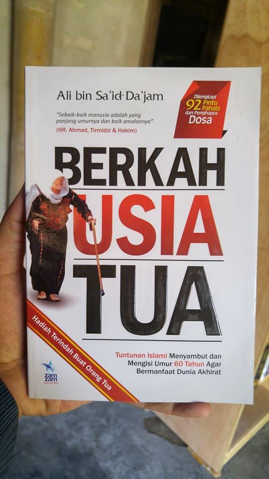 Buku Berkah Usia Tua Tuntunan Islami Mengisi Umur 60 Tahun cover