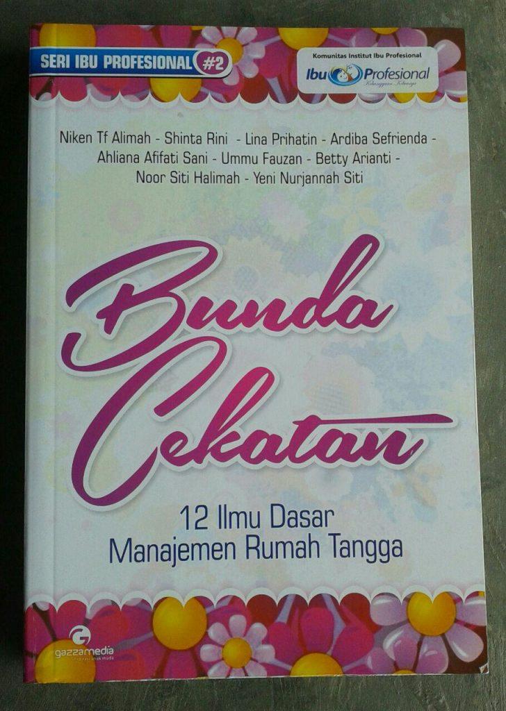 Buku Bunda Cekatan 12 Ilmu Dasar Manajemen Rumah Tangga cover