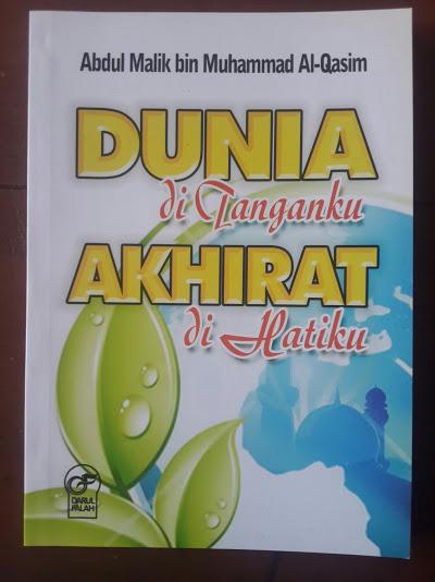 Buku Dunia Di Tanganku Akhirat Di Hatiku Cover