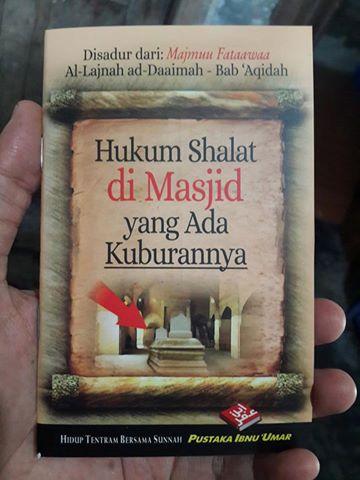 Buku Saku Hukum Shalat Di Masjid Yang Ada Kuburannya Cover