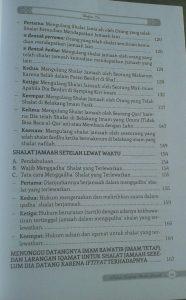 Buku Kajian Lengkap Shalat Jamaah Hukum Manfaat Permasalahan isi 2