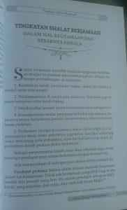 Buku Kajian Lengkap Shalat Jamaah Hukum Manfaat Permasalahan isi 3