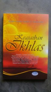 Buku Keajaiban Ikhlas cover