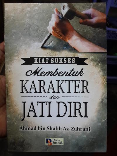 Buku Kiat Sukses Membentuk Karakter Diri Dan Jati Diri Cover