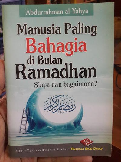 Buku Saku Manusia Paling Bahagia Di Bulan Ramadhan Cover