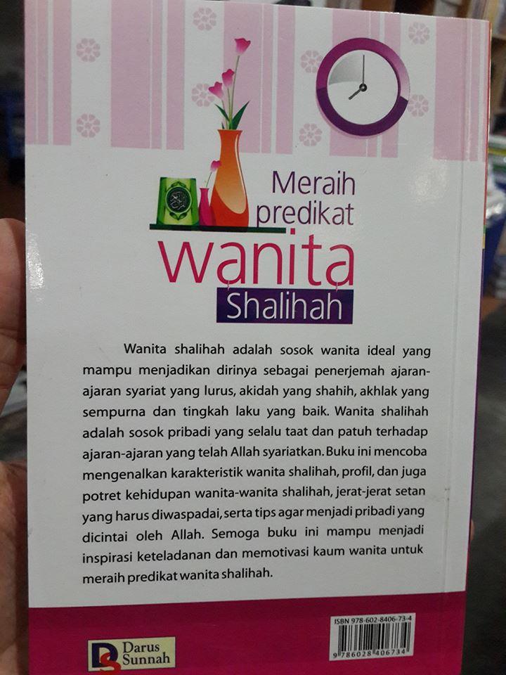 meraih predikat wanita shalihah buku cover 2