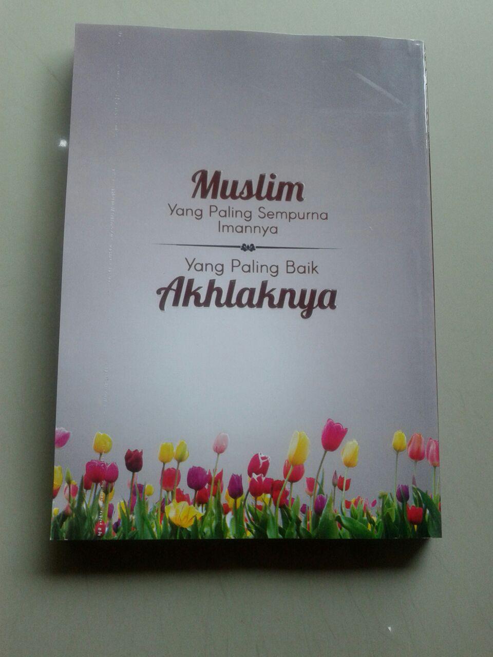 Buku Muslim Yang Sempurna Imannya Yang Paling Baik Akhlaknya cover