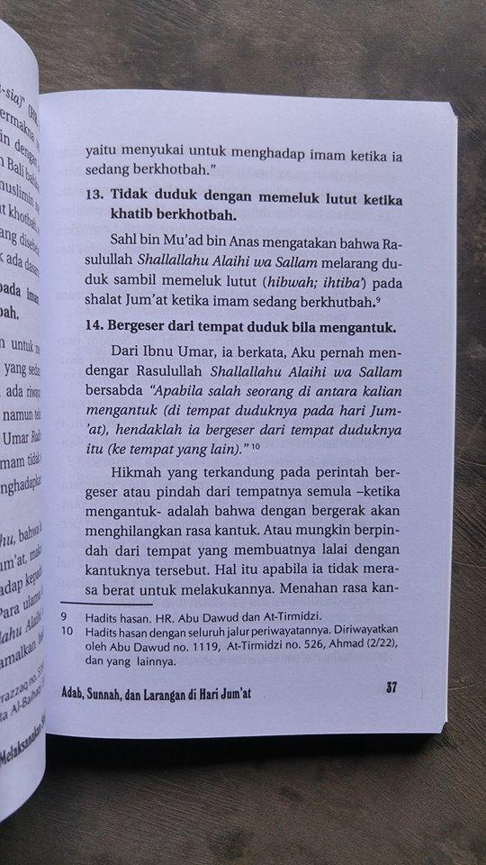 Buku Perempuan Melaksanakan Shalat Jum'at isi