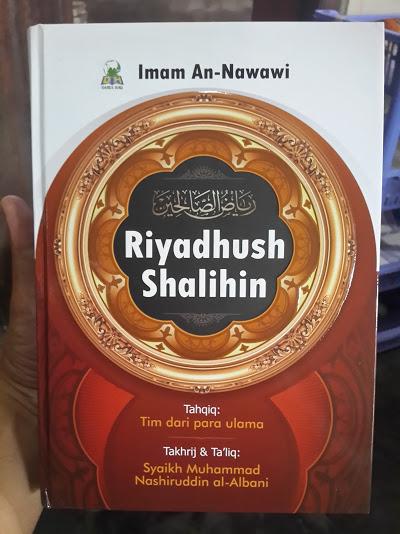 Buku Terjemah Riyadhus Shalihin Imam Nawawi Cover
