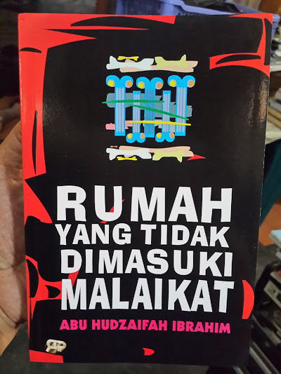 Buku Rumah Yang Tidak Dimasuki Malaikat Cover