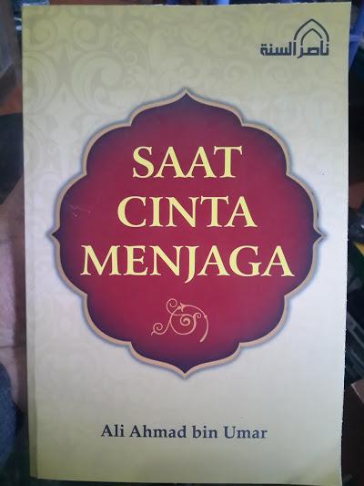 Buku Saat Cinta Menjaga Cover