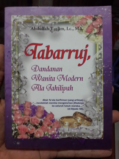 Buku Tabarruj Dandanan Wanita Modern Ala Jahiliyah Cover