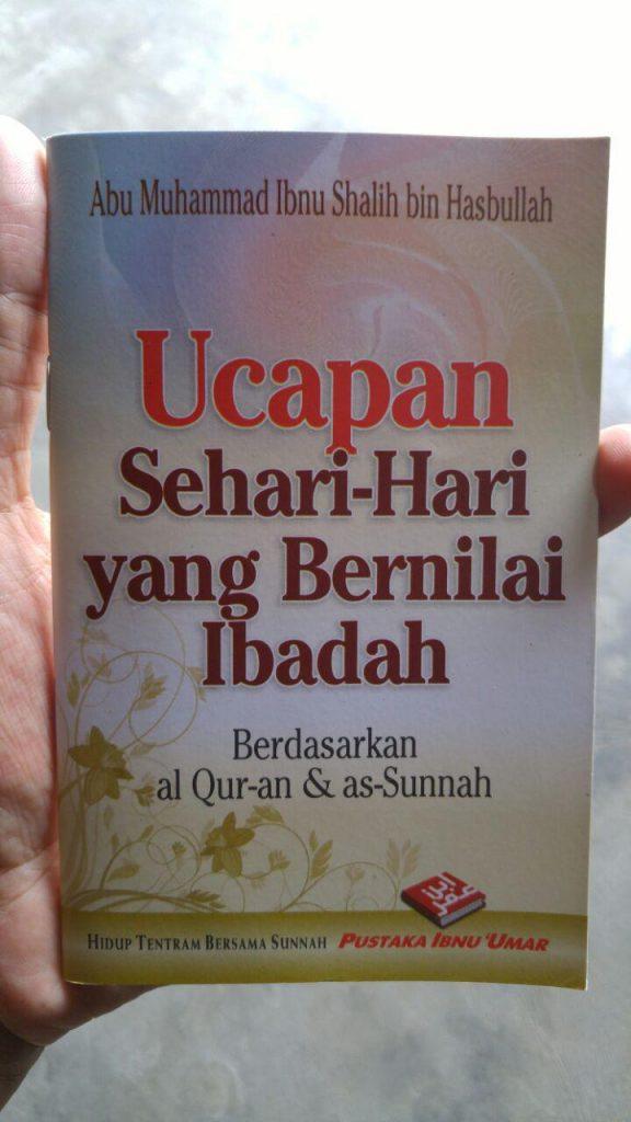 Buku Saku Ucapan Sehari Hari Yang Bernilai Ibadah cover