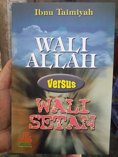 Buku Wali Allah Versus Wali Setan Cover