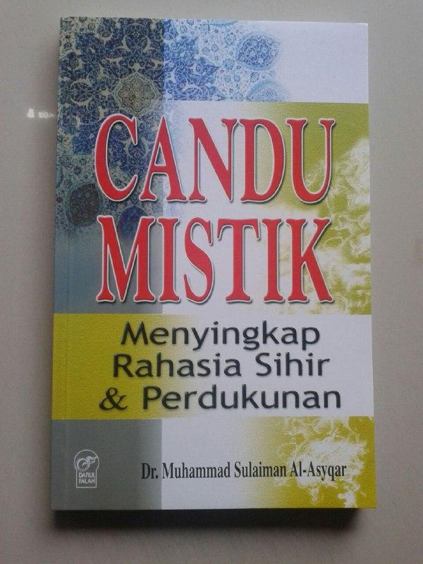 Buku Candu Mistik Menyingkap Rahasia Sihir & Perdukunan cover