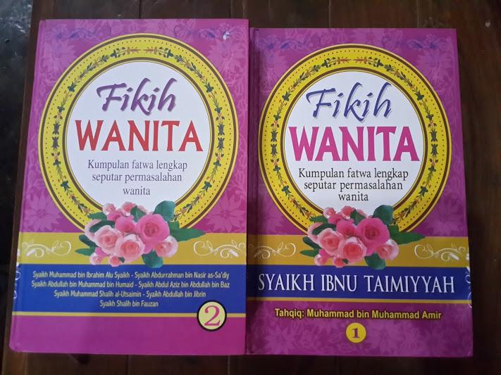 Buku Fikih Wanita Kumpulan Fatwa Lengkap Wanita Cover