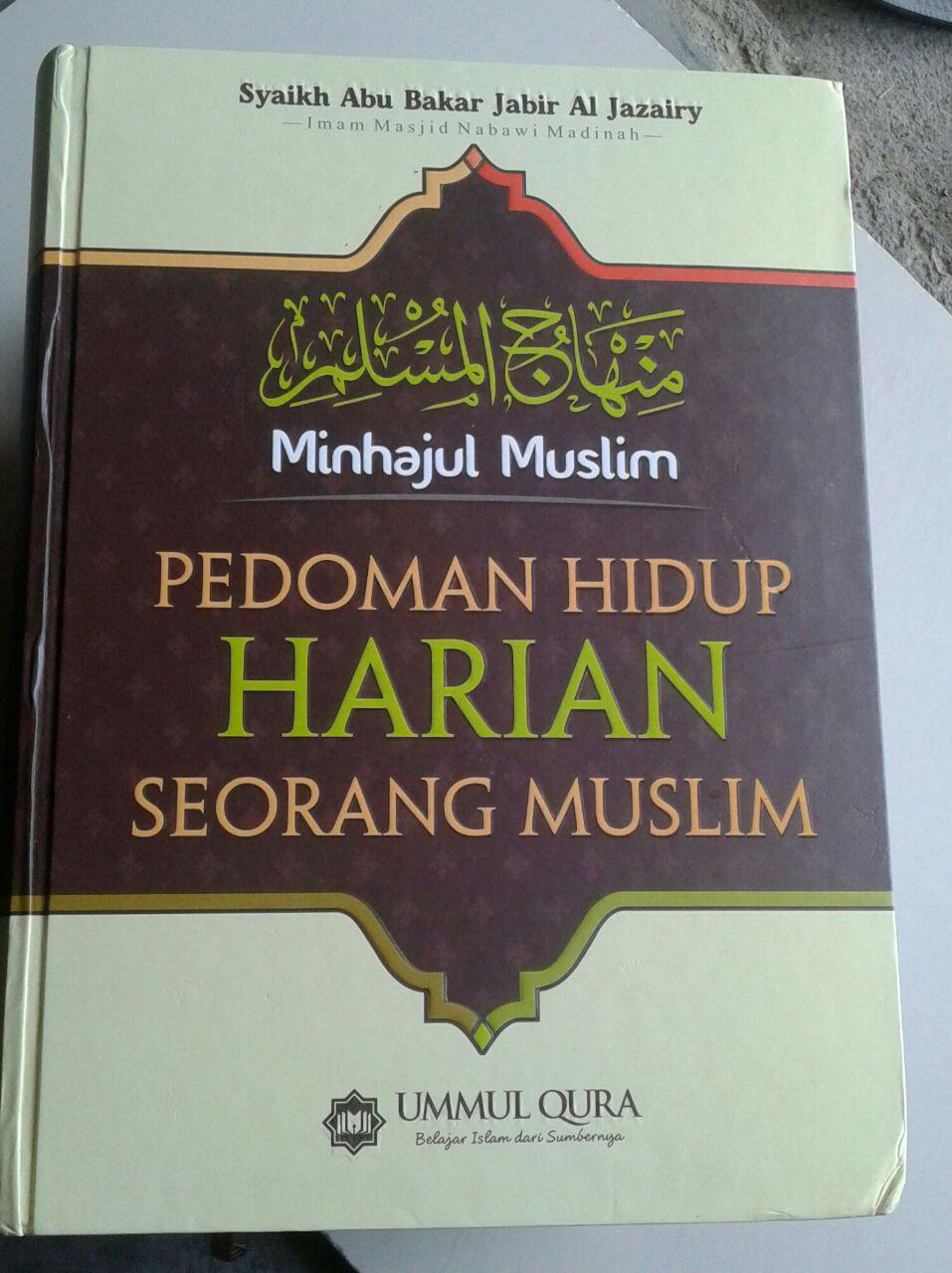 Buku Minhajul Muslim Pedoman Hidup Harian Seorang Muslim cover 2