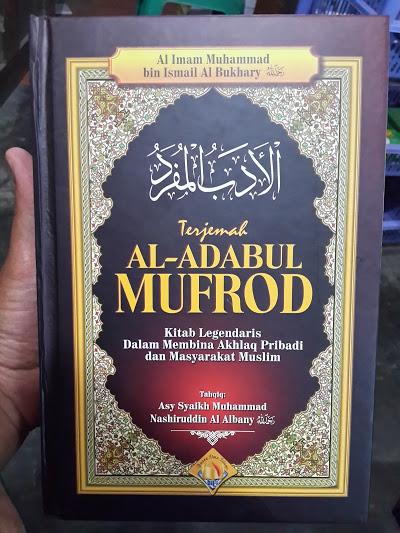 Buku Terjemah Al-Adabul Mufrod Kitab Akhlak Muslim Cover