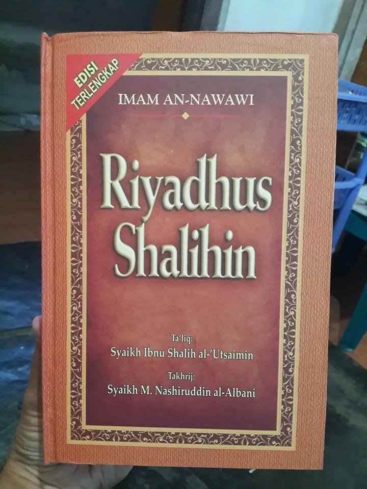 Buku Terjemah Riyadhus Shalihin Imam An-Nawawi Cover
