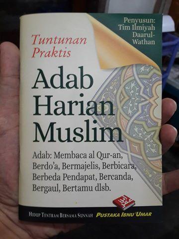 Buku Saku Tuntunan Praktis Adab Harian Muslim Cover
